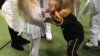 Сын Яны Рудковской ухаживает за девочкой