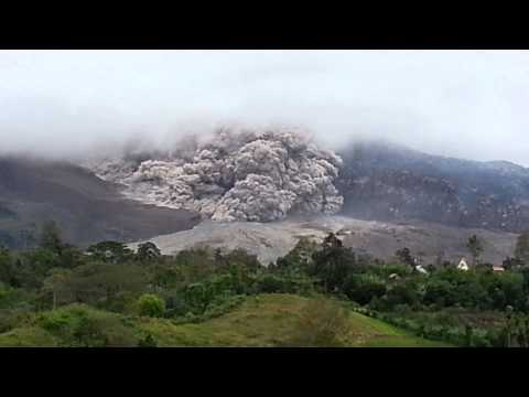 Medan Trip - Sinabung Volcano Eruption 1