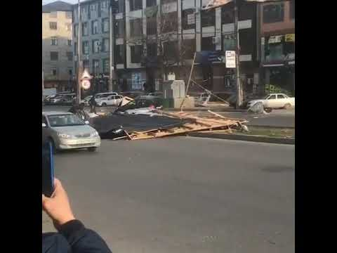 В результате обваливавшейся крыши здания в Махачкале пострадали две женщины