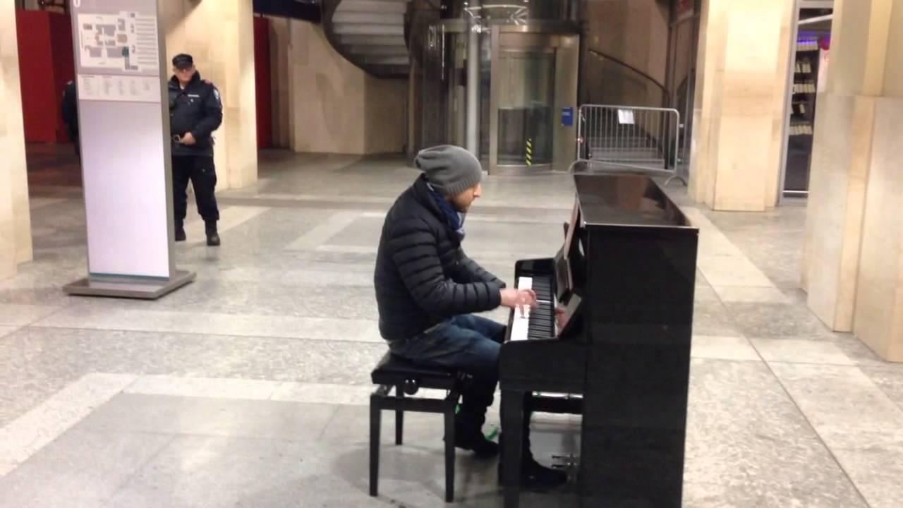 Pianoforte stazione porta nuova torino compositore mauro - Orari treni porta nuova torino ...