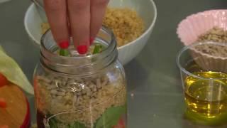 קייטנת הקיץ של ידיעות אחרונות- איילת הירשמן מלמדת להכין ארוחה בצנצנת