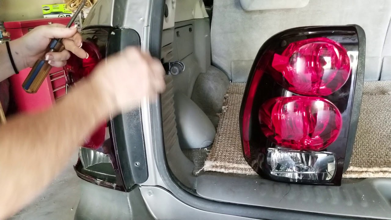 Change Broken Tail Light On 2006 Trailblazer