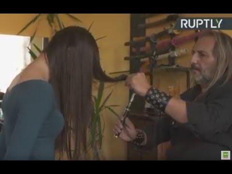 Corte de cabello con fuego y espadas