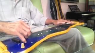 """Guitar Hawaii độc tấu nhạc phẩm""""Thu vàng"""" của Cung tiến."""