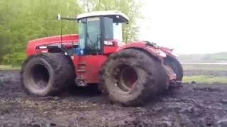 Спецтехника: Трактор в грязи. Трактор buhler versatile в болоте застрял(Спецтехника иногда тоже застряет в грязи. Никто не смог вытащить трактор из грязи. Пусть бы это даже был..., 2016-12-13T22:58:41.000Z)