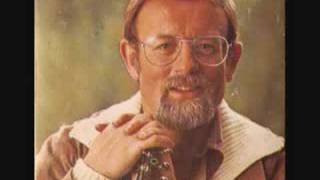 Roger Whittaker : The Rising Of The Lark (whistling)