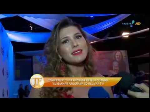 TV Fama: Íris flagra Lívia Andrade com vestido ousado