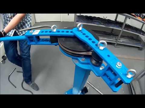 Трубогиб ручной Blacksmith MB32-25 в работе. Гиб профильной трубы на угол.