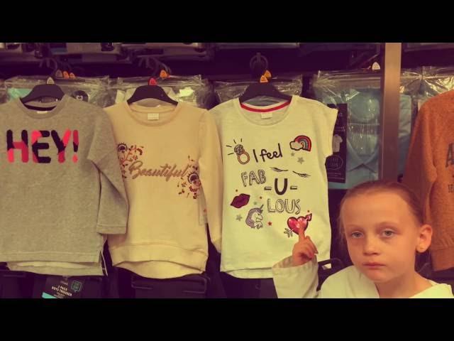 análisis crítico de niña en una camisa