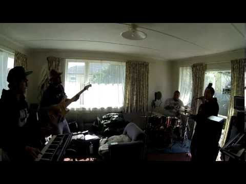 Ladeda Day (Maisey Rika)  A MajicsMusic...