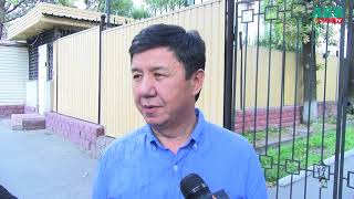 Темир Сариев вышел из здания ГКНБ после допроса