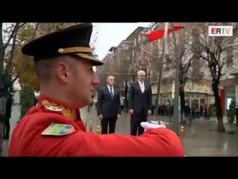 Shi e borë në Korçë/ Rama e Haradinaj me çadër, nuk i shmangen protokollit