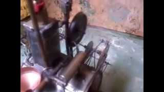 пламенный мотор. паровой движок после долгого простоя.