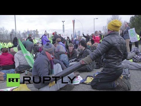 UK: Anti-Trident activists blockade Faslane naval base in nuclear sub protest