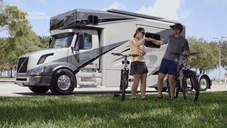 Zamieszkali w ciężarówkach by podróżować po świecie [Maszyny wagi ciężkiej]