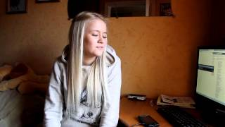 Красивая девушка очень красиво поёт!!!