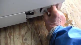 Как слить воду из стиральной машины Bosch (на видео воды нет)(https://www.washrepair.ru - ремонт стиральных машин., 2015-12-29T08:55:43.000Z)