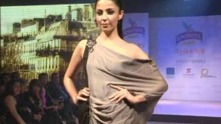 Pooja Mishra Gets Candid At Kingfisher Premium Fashion Show - Latest Bollywood Events
