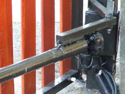 Elektromos kapu ablaktörlő motorral