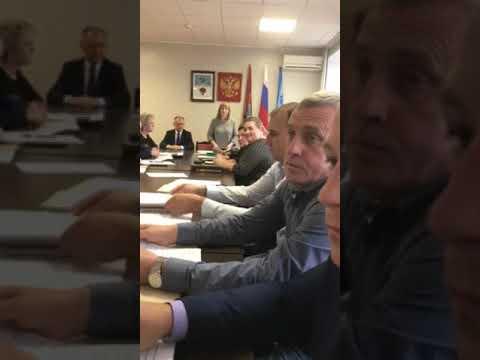 Чем напугала Карачевский райсовет «голый» депутат Нечаева?
