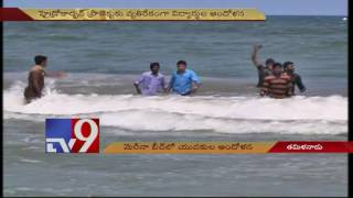 High drama as students threaten to jump into sea for farmers - TV9
