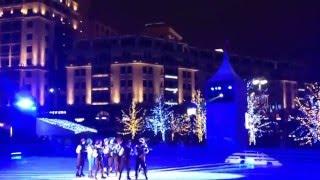 МОСКВА#ЛЕДОВОЕ ШОУ#ЛЕБЕДИНОЕ ОЗЕРО#БАЛЕТ на ЛЬДУ#(Видео снято 18 декабря 2015 в центре Москвы на Площади революции., 2016-02-02T09:27:55.000Z)
