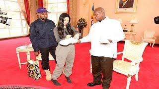 كاني وست وكيم كارداشيان يهديان رئيس أوغندا زوجا من الأحذية الرياضية…