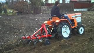 Kubota B 1502 D traktorek ogrodowy z kultywatorem. www.traktorki.waw.pl