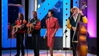 The Seekers (with Julie) - Stereo - How Can A Love So Wrong Be So Right? Jun 89