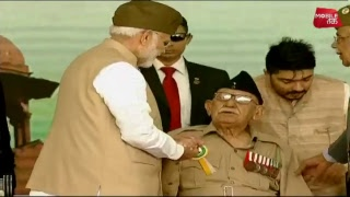 लाल किले पर भव्य कार्यक्रम, PM मोदी ने फहराया तिरंगा LIVE | News Tak