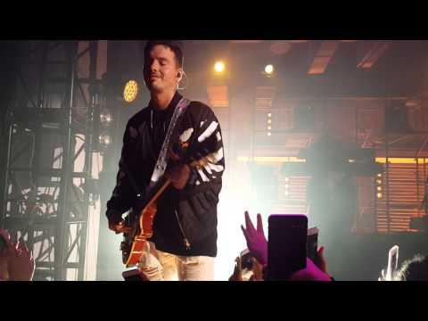 "J Balvin Tocando la guitarra ""Smells like teen spirit"" at The Year In Vevo New York  - NYC"
