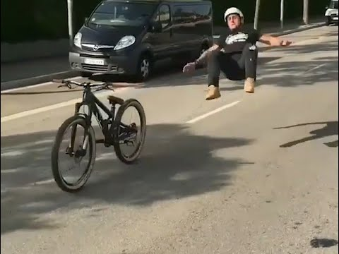 Top Compilation Crash bike Cyclist - incredibile video - the absurd crash