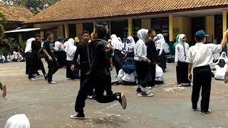 Ngaguar Kaulinan Budak Lembur di SMPN 49 Bandung.