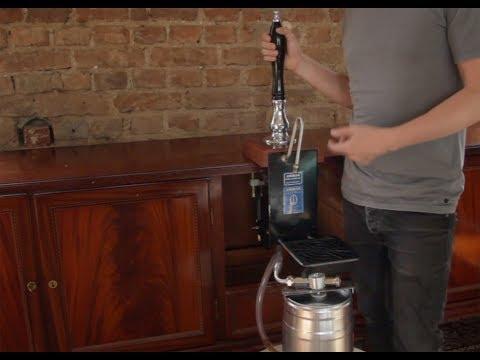 Eine Englische Bierpumpe An Ein 5l-Fässchen Anschließen.