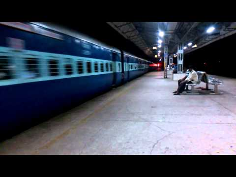 3 trains in a frame - Pushpak Express skips Thane