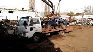 Так мы сдаем металлолом. Еще одна Toyota Corona 190 в последний путь.
