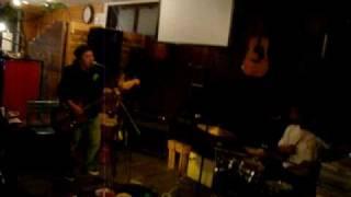 SPARKS GO GOのコピバンです。 喫茶店でミニドラムで遊んでます。 久し...