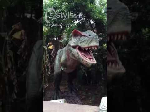 Animatronic Dinosaur T Rex Play In Jungle