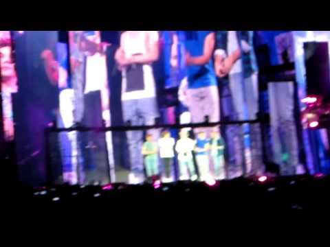 Live While We're Young - One Direction @ O2 Arena, London HD