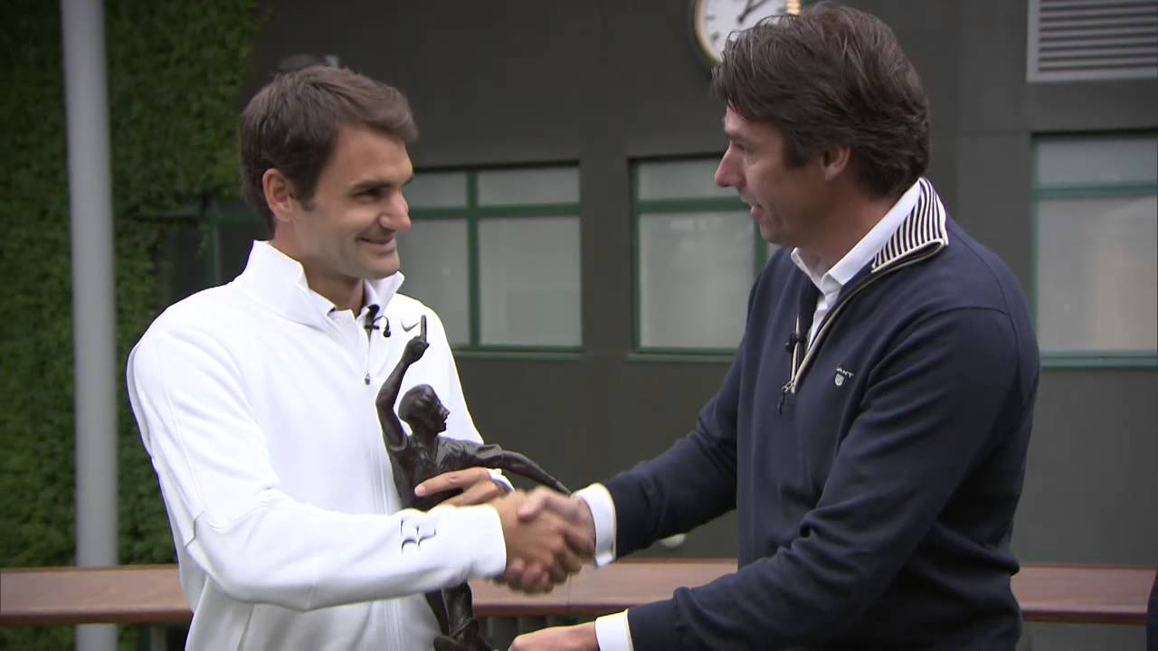 Roger Federer wins the 2013 Jean Borotra CQS Sportsmanship Award