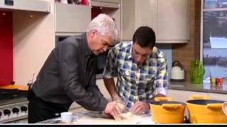 "Gino D'Acampo and his ""long, thin sheets!"" (from 2:20 onwards!!!)"