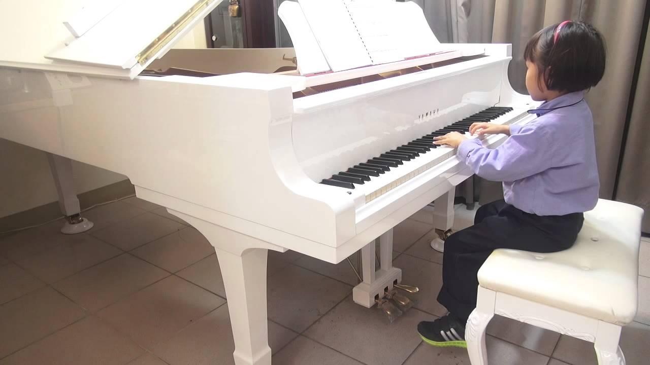 伍芳姀(6y) 2015/3/9 普霖斯頓小學1年級 演奏: 莫札特奏鳴曲 - YouTube