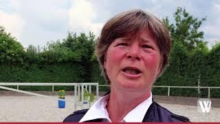 Sandra Will aus Idstein erklärt die Reitweise Working Equitation