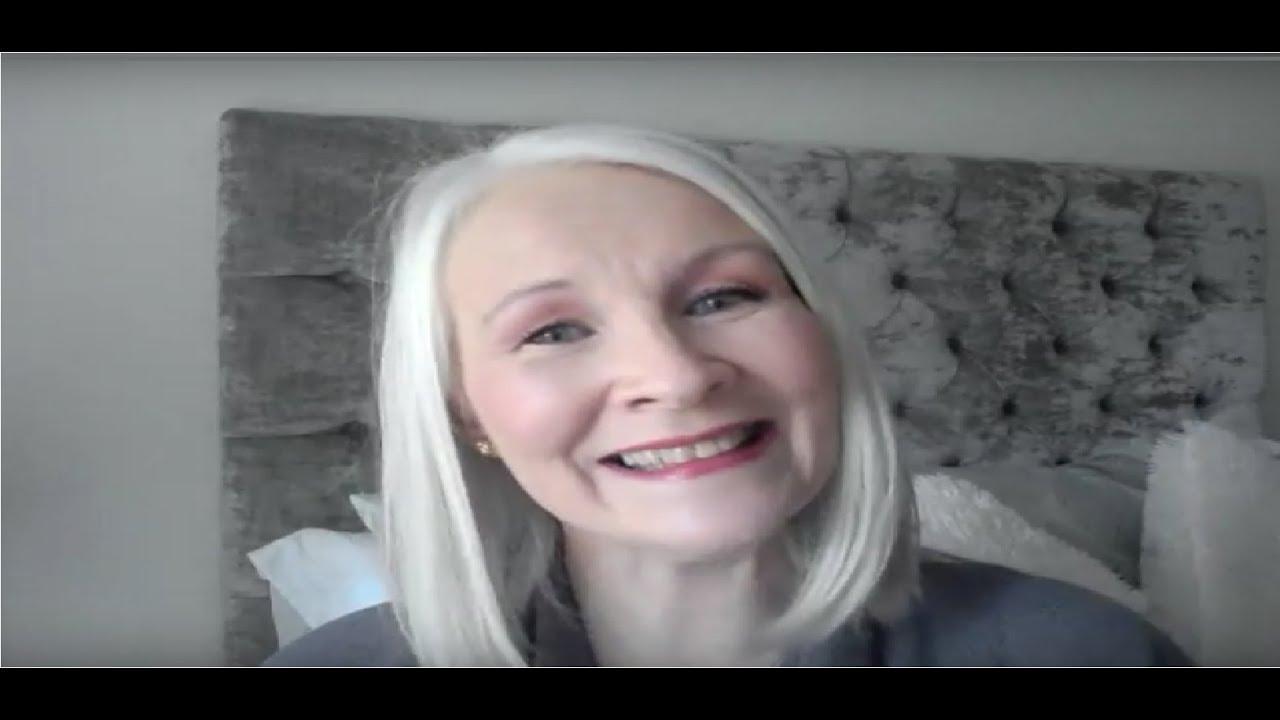 How I Apply Elizabeth Arden Flawless Finish Sponge On Cream Makeup
