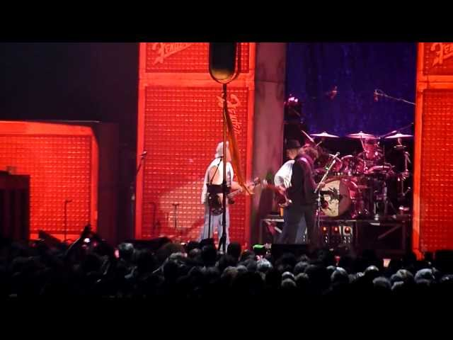 Neil Young & Crazy Horse - Cinnamon Girl / F*!#in' Up (Paris, 6 June 2013) Travel Video