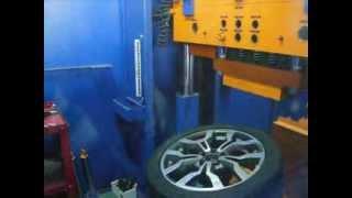 WSP Italy W565 Medea Испытание на удар (Спица) Audi(Испытание на удар колесного диска WSP Italy, модель W565 Medea. Собственная сертифицированная лаборатория компании..., 2013-03-28T12:38:59.000Z)