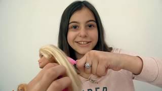 Подружка Вика делает паспорт для Барби