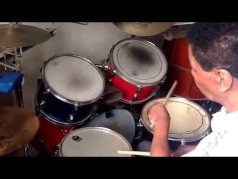 Como o samba era tocado antigamente - mestre Tatá