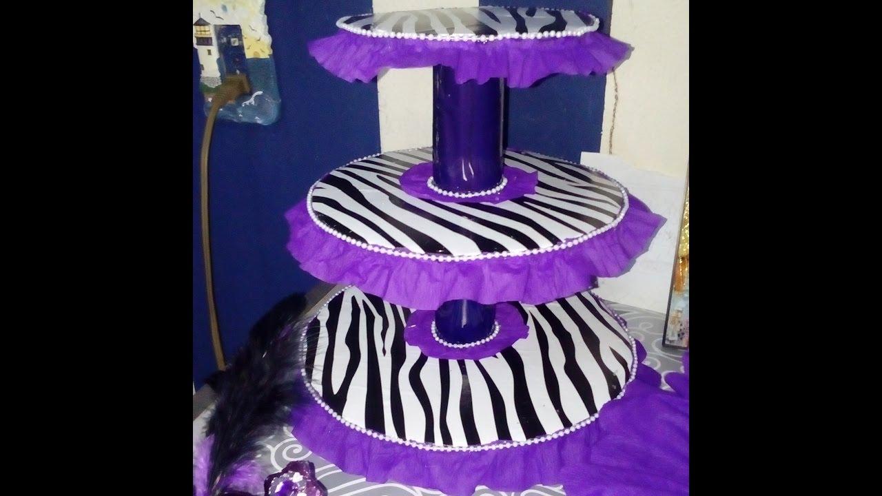 Base para cupcakes reciclando cart n candy bar low cost for Decoracion para pared de unicornio