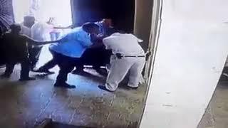 بالفيديو.. مسلح يطعن ويصيب حارس كنيسة في الاسكندرية